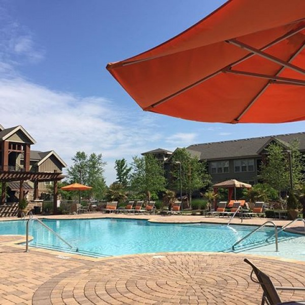With our pool always being open, our residents can enjoy the pool all year round! Especially on a gorgeous day like today! ☀️⛱ Happy Friday! #poolday #lovewhereyoulive #apartments #friday